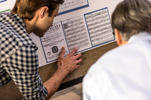Pepperdine student and professor converse over project